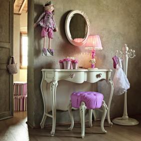 Фигурные ножки мебели в винтажном стиле