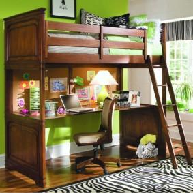 Кровать-чердак из натурального дерева