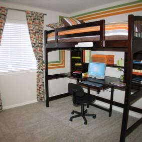 Рабочее место школьника на нижнем ярусе кровати-чердака