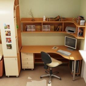 Компьютерный стол углового типа