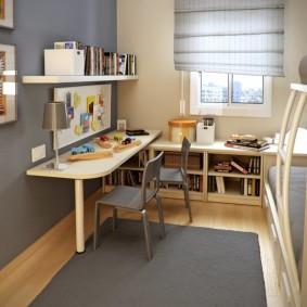 Серый коврик в узкой комнате