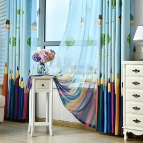 Плотные шторы с рисунком цветных карандашей