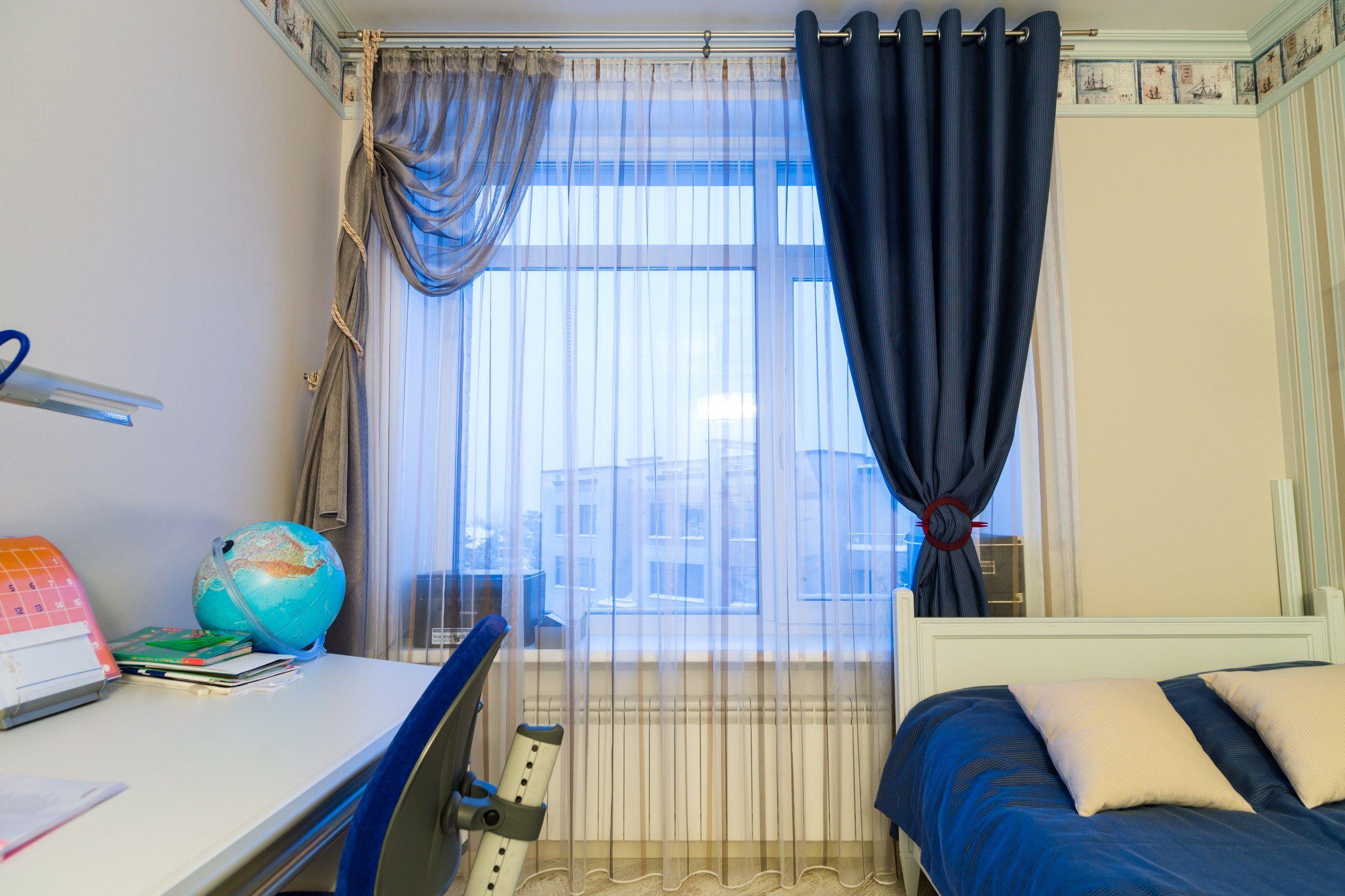 шторы в молодежной комнате фото модный дом расширил