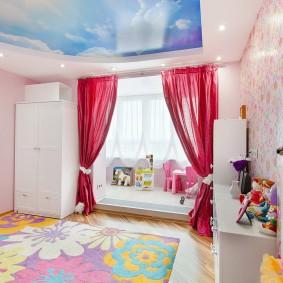 Фотопечать небо с облаками на потолке детской комнаты