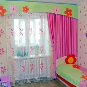 Маленькая кроватка для ребенка дошкольного возраста