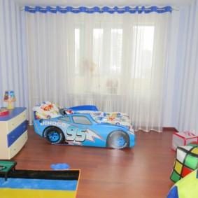 Детская кроватка в форме машины для мальчика