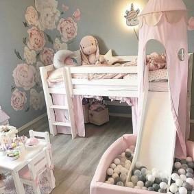 Детская кровать в форме сказочного домика