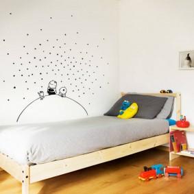 Детская кровать на деревянном каркасе