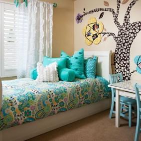 Декор стены детской комнаты своими руками
