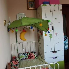Кроватка для ребенка в однокомнатной квартире
