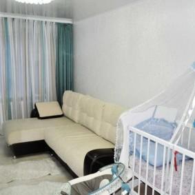 Тюлевый балдахин над кроваткой ребенка