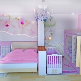 Розовое одеяло на детской кроватке