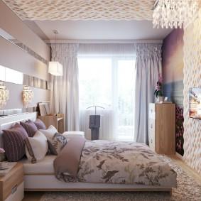 Зеркальные полосы на стене спальни