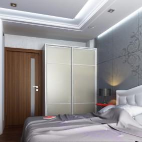 Двустворчатый шкаф в маленькой спальне