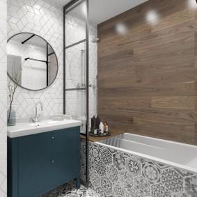 Деревянные панели на стене ванной комнаты