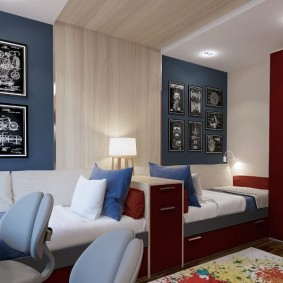 Кровати в комнате для мальчиков одного возраста