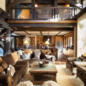 Двухъярусная гостиная в частном доме