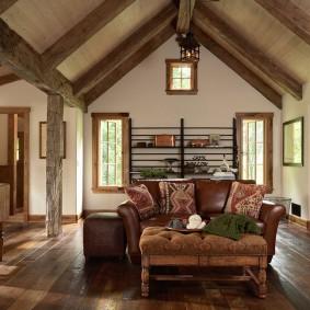 Потолок в доме с двускатной крышей