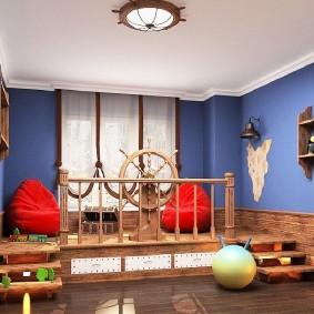 Подиум в виде палубы корабля в детской игровой комнате