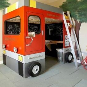 Детский игровой домик в виде автобуса