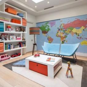 Политическая карта мира на стене детской