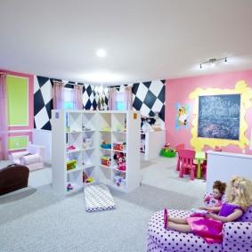 Зонирование детской комнаты невысокими стеллажами