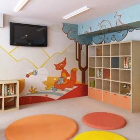 Круглые коврики на полу комнаты