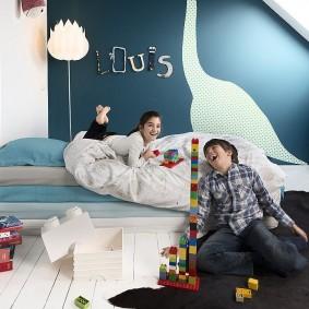 Интерьер детской с крашенными стенами