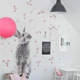 Наклейка зайца на стене детской