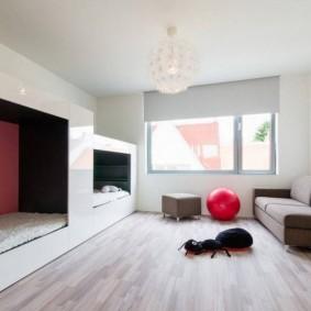 Покраска стен белой краской в стиле минимализма
