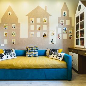Нарисованные домики на стене в детской комнате