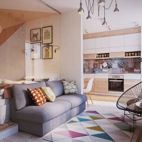 Мозаичный коврик на полу в однокомнатной квартире