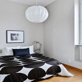 Интерьер спальни с минимумом мебели