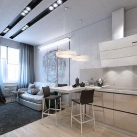 Встроенные светильники на белом потолке
