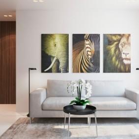 Модульные картины над прямым диваном
