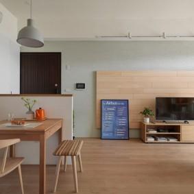 Дерево в интерьере квартиры студии