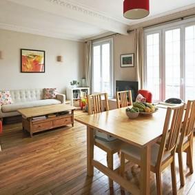Кухня гостиная с двумя окнами