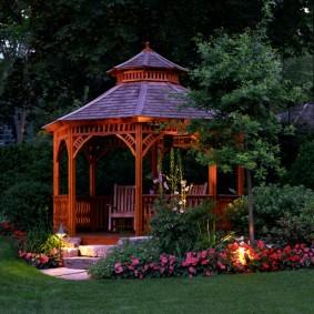 Декоративное освещение садовой беседки