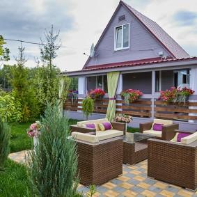 Дачный домик с открытой террасой