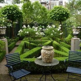Небольшой сад в регулярном стиле