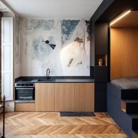 Спальное ложе на подиуме в однокомнатной квартире