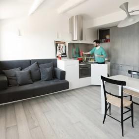 Компактная кухня для одинокого мужчины