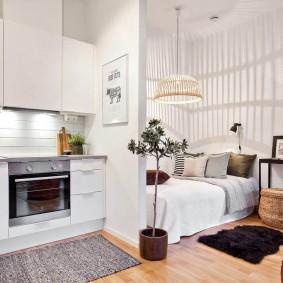 Белый интерьер квартиры для молодой девушки