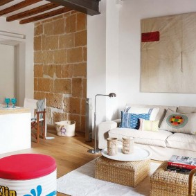 Крупноформатные блоки в интерьере квартиры