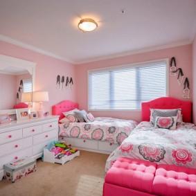 Детские кровати с розовыми спинками