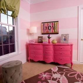 Стильный комод розового цвета