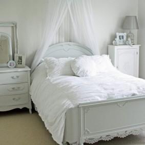 Детская кровать с мягким матрасом