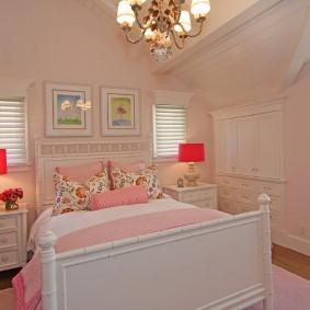 Настольные лампы с розовыми плафонами
