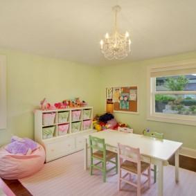 Детский столик для игр и творчества