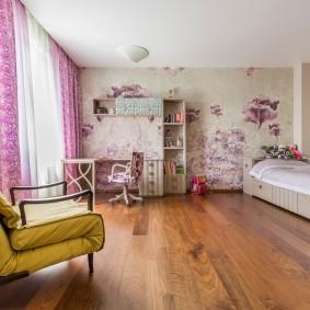 Просторная комната для девочки школьницы
